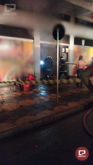Estabelecimento comercial em Juranda pegou fogo na madrugada desta quarta-feira, 21