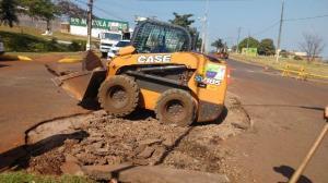 Ubiratã realiza mudança de semáforos e melhorias no canteiro central da Avenida João Pipino