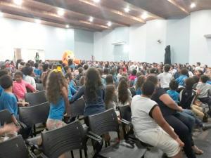 Estudantes de Ubiratã participaram de palestra com o menino do fusca