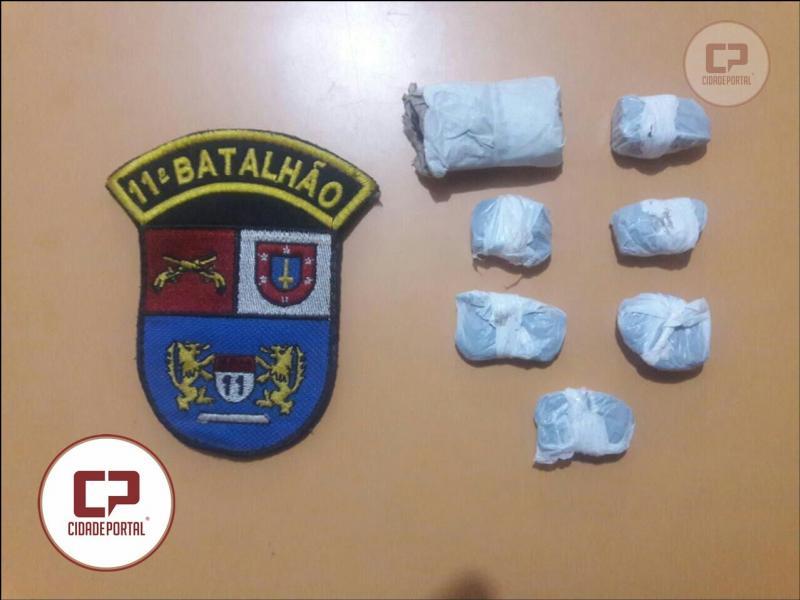 Polícia Militar do destacamento de Roncador prende uma pessoa por Tráfico de Entorpecentes