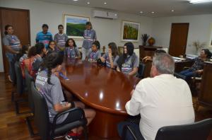 Prefeito Baco recebe meninas do basquete que se destacaram no Vida Verão 2019