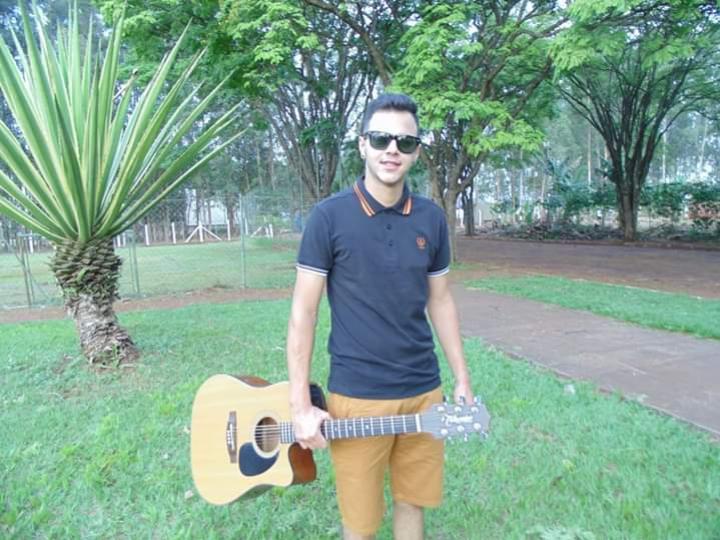 Show desta quinta-feira na Praça será com o cantor Roberth Gustavo