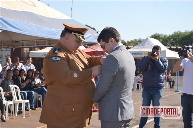 Juiz Ferdinando é homenageado durante cerimônia de troca de comando do 11º BPM em Campo Mourão