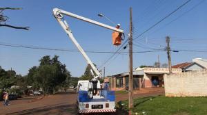 Nova iluminação de LED está sendo implantada na Avenida Ascânio em Ubiratã