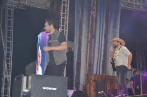 Fernando e Sorocaba se apresentam para milhares de pessoas em Ubiratã