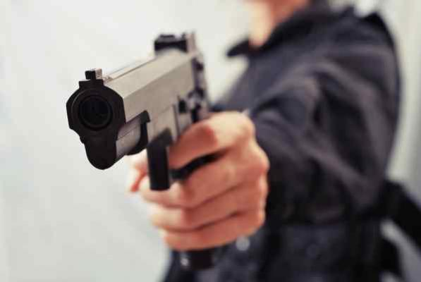 Jovem de 17 anos foi morto a tiros num bar em Mariluz