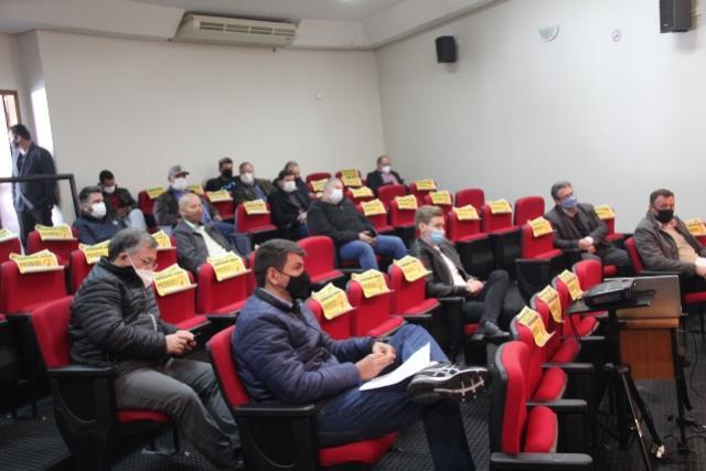 Fomento Paraná apresenta linhas de crédito a prefeitos da Comcam