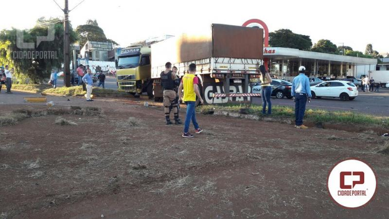 Grave acidente envolve uma carreta e dois veículos próximo ao posto Tio Patinhas em campo Mourão