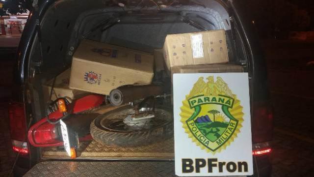 BPFron apreende embarcação, veículos e contrabando na cidade de Mercedes - PR durante Operação MEROM