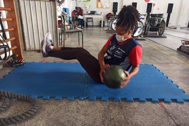 Equipe paranaense de esgrima em cadeira de rodas é referência nacional