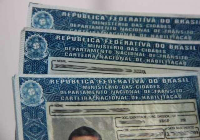 Devedores podem ter CNH e passaporte suspensos