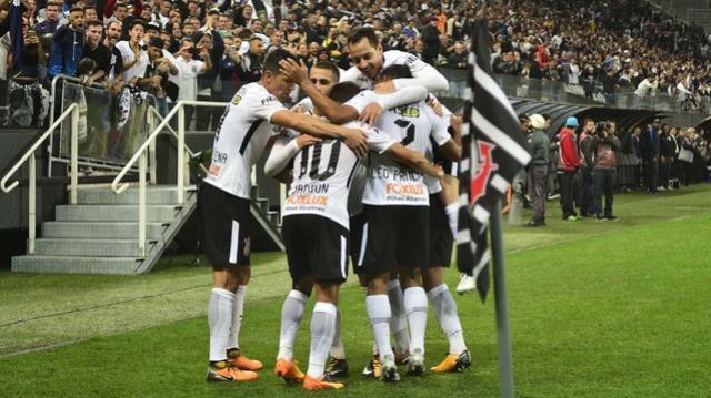 Corinthians faz o gol parecer natural e, por isso, dispara no Brasileiro