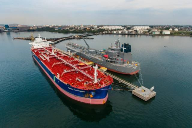 Porto de Paranaguá recebeu nesta semana mais um navio-tanque gigante