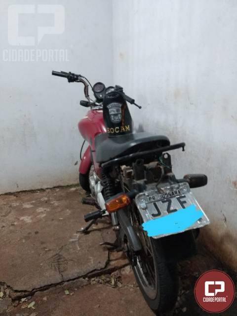 Polícia Militar prende duas pessoas e recupera moto furtada em Maringá