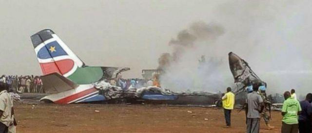 Avião cai e pega fogo em aeroporto do Sudão do Sul