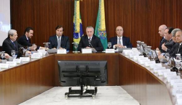 Brasil está crescendo, e a recessão já terminou, diz Meirelles