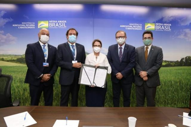 CAIXA firma parceria com o INCRA para ofertar crédito e educação financeira aos produtores rurais
