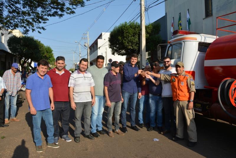 Abertura da semana da Pátria é marcada com concentração Cívica e entrega de Caminhão Pipa
