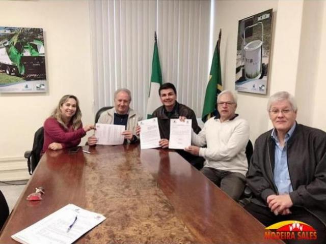 Administração firma convênio com Governo que beneficiará as áreas rurais do município de Moreira