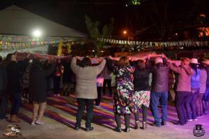 Mesmo com frio, Arraiá da Terceira Idade reúne grande público de Moreira