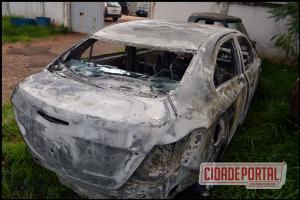 Veículo de Cianorte é encontrado queimado próximo ao distrito de Paraná do Oeste