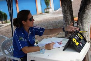 Árbitra internacional atua nos JOJUPS em Francisco Beltrão