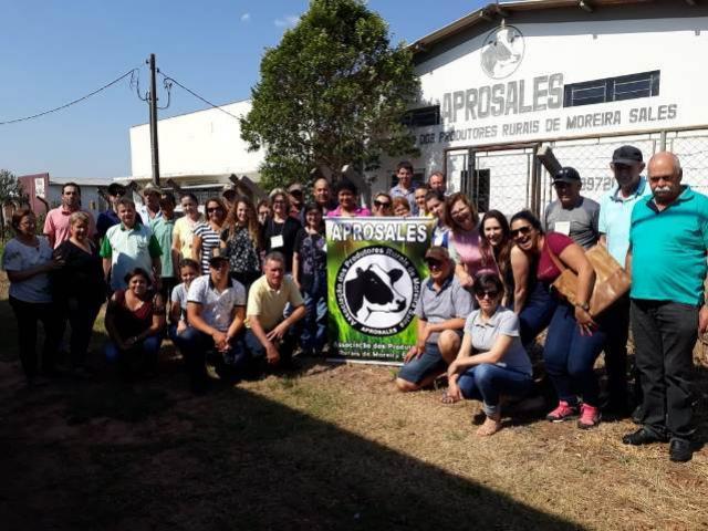 Associações de produtores de leite recebe educandos da ENFOC em Moreira Sales