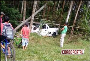 Um acidente na rodovia PR-468 antes da entrada de Moreira Sales deixou uma pessoa com ferimentos