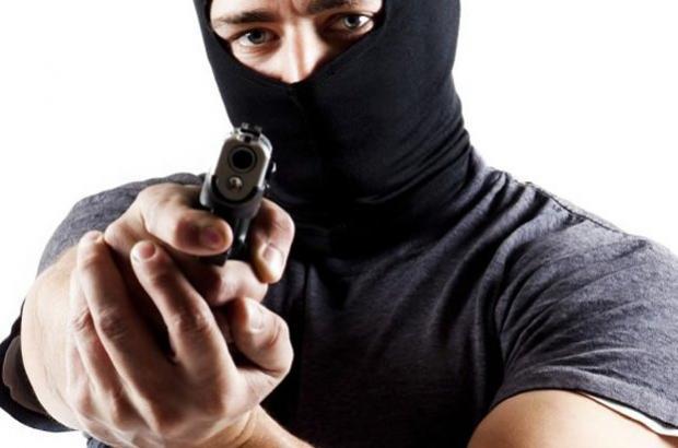 Três bandidos armados praticam roubo em Moreira Sales na noite desta segunda-feira, 27