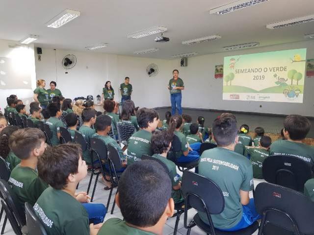 Cerca de 1.500 alunos e educadores da rede pública de ensino participam do Semeando o Verde